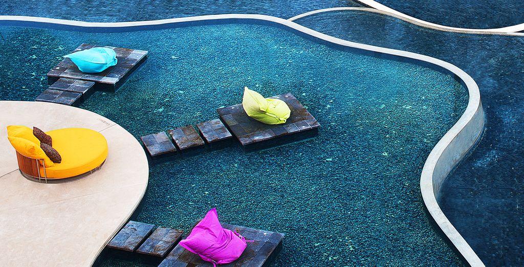 Plongez vos pieds dans la piscine...