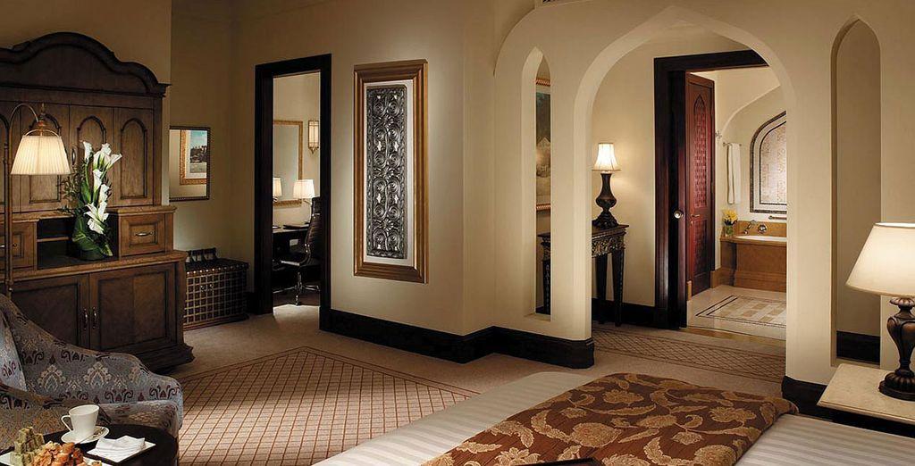 Shangri-La Hotel, Qaryat Al Beri 5*, chambre de luxe tout confort avec spa, piscine et espace détente
