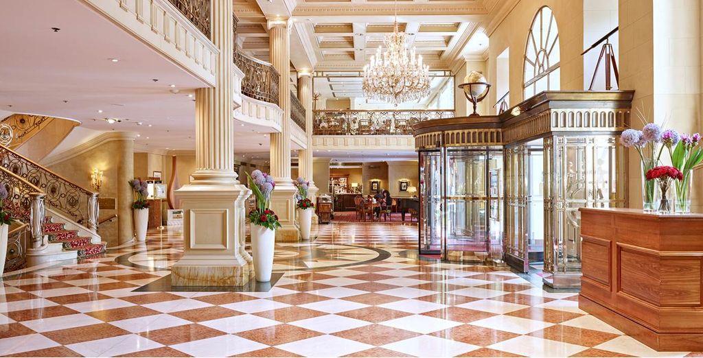Par l'élégance intemporelle du Grand Hotel Wien 5*