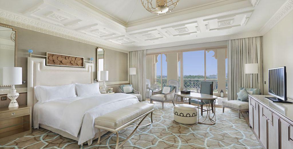 Pour un séjour tout en finesse, offrez-vous le luxe de la chambre Deluxe avec balcon et Vue Golf