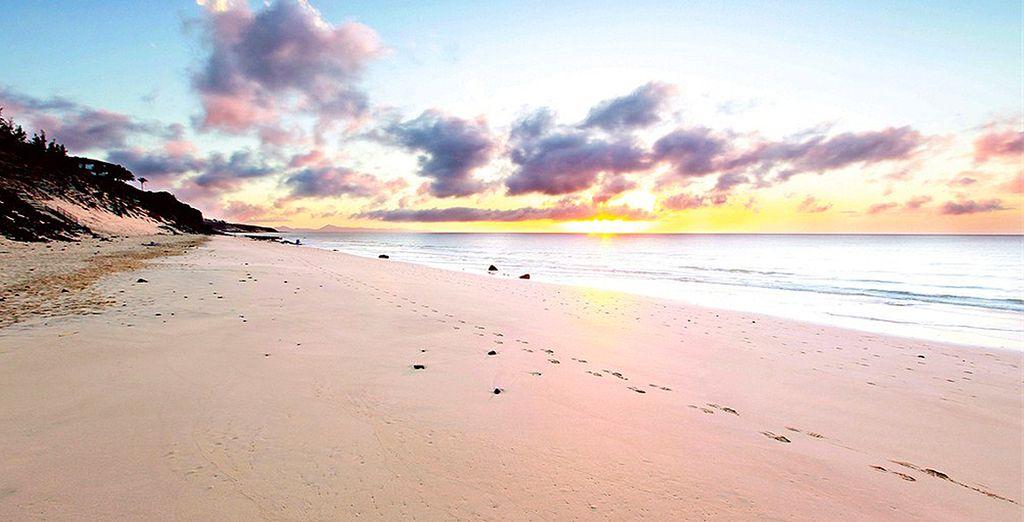 La superbe plage de sable fin en contrebas vous attirera.