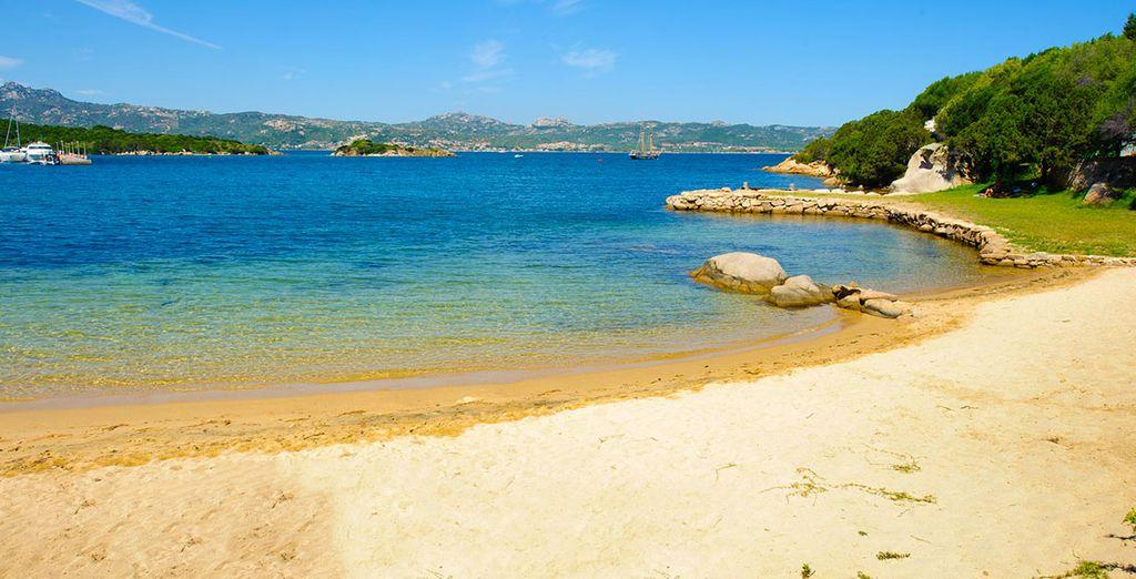 Direction la plage de sable privée de l'hôtel