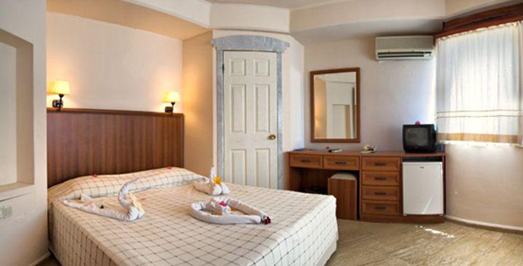 Une chambre élégante et lumineuse
