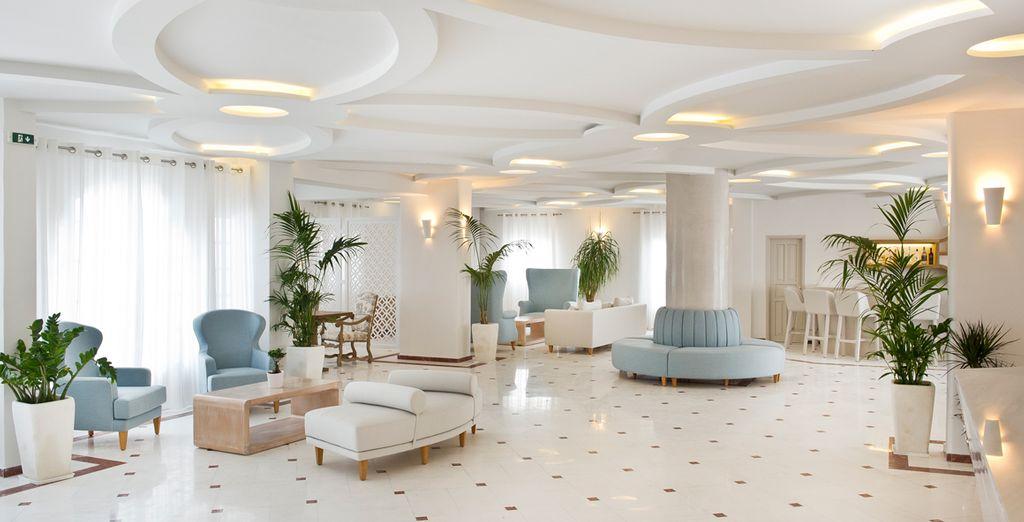 Dans le tout premier complexe hôtelier construit sur l'île...