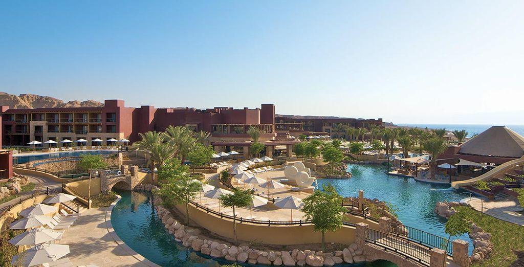 Pour notre offre en combiné, vous séjournerez 3 jours au Movenpick Tala Bay Aqaba