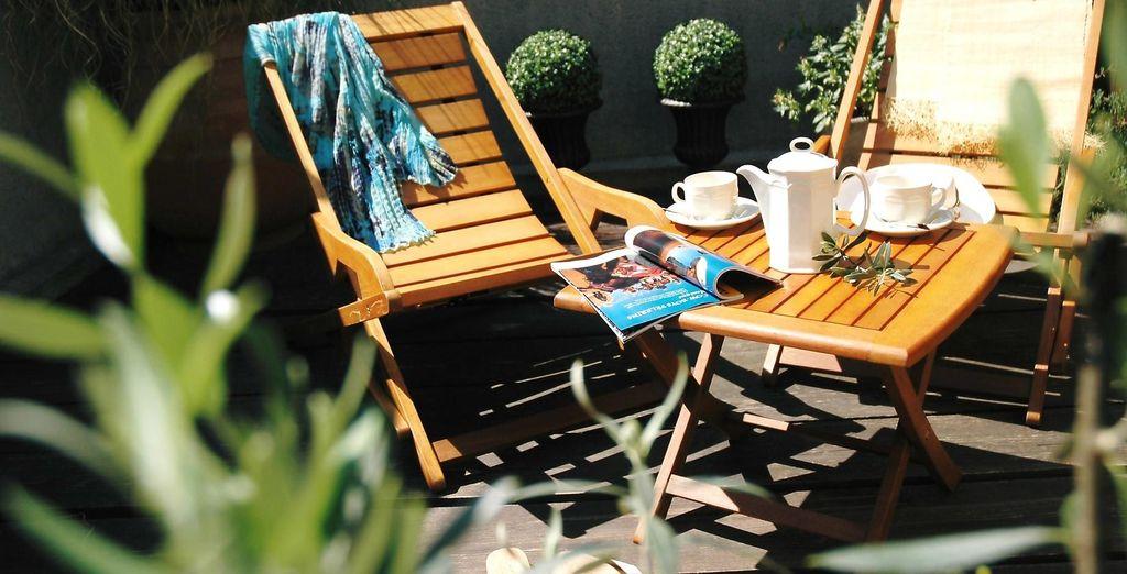 Vous pourrez profiter du soleil en toute intimité depuis votre terrasse privée