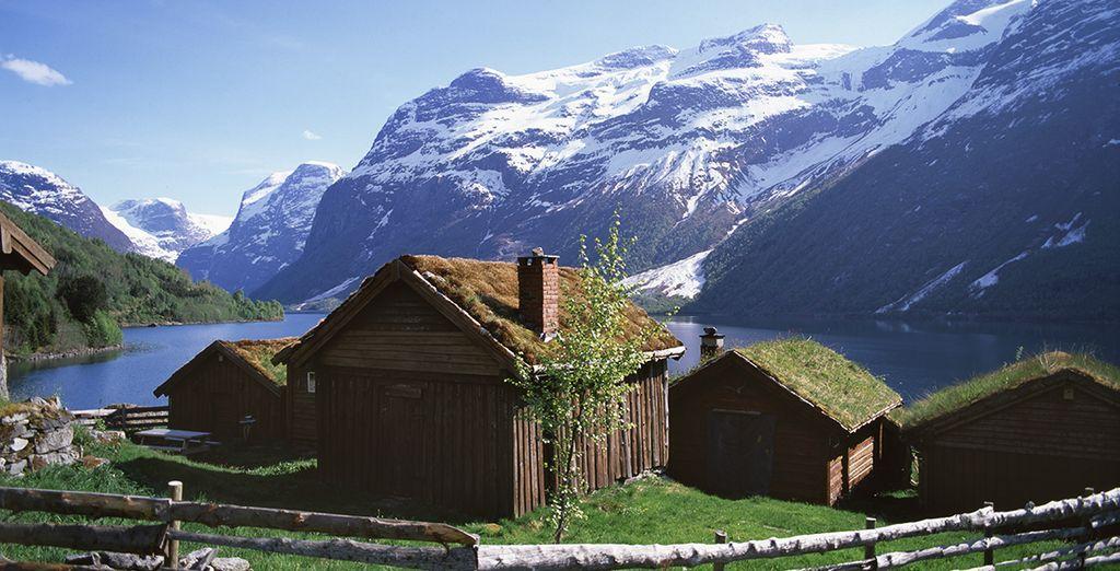 Petits chalets et vue sur les montagnes de Norvège