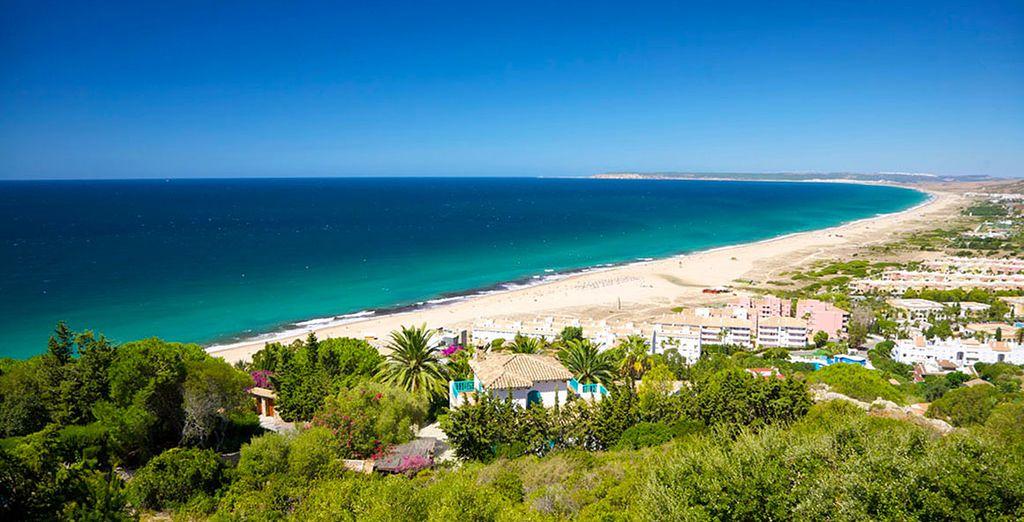 Découvrez aussi les beautés de la région, avec ses plages,