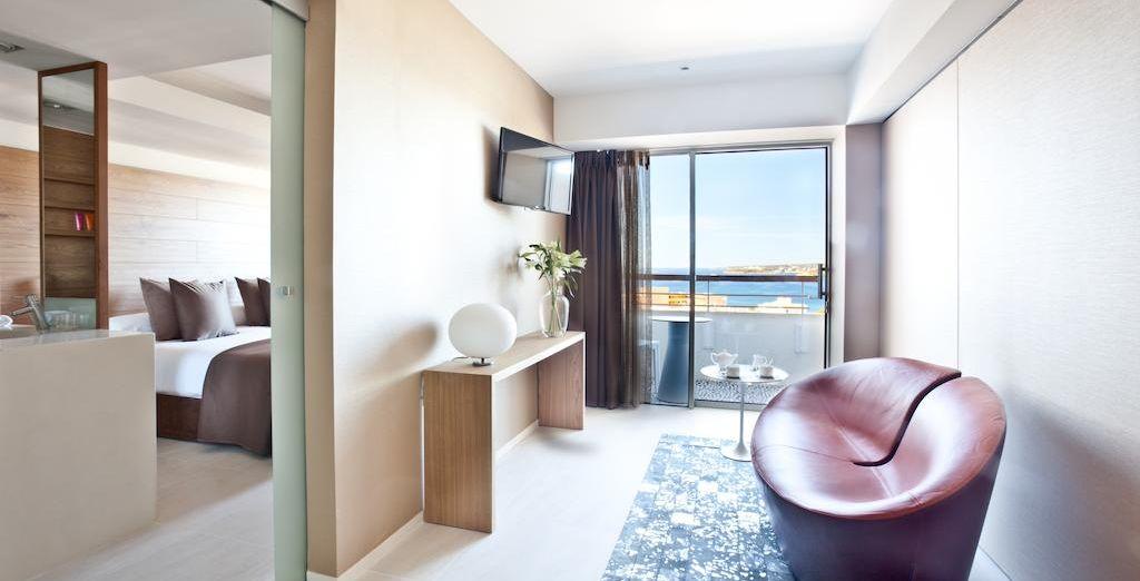 Posez vos valises dans la Suite Junior pour une parenthèse luxueuse face à la mer