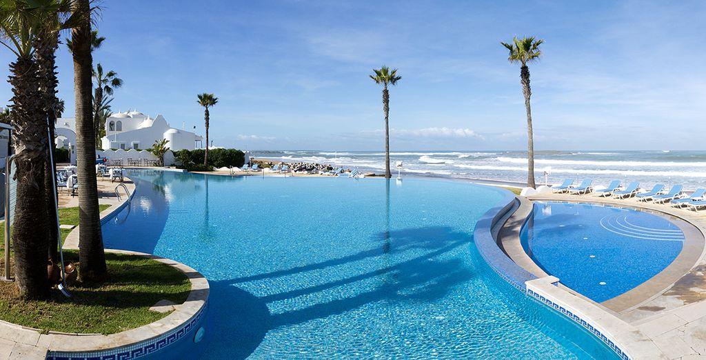 Vous rêviez de vacances en bord de mer ? L'Amphitrite Palace Resort & Spa 5* est un véritable havre de paix