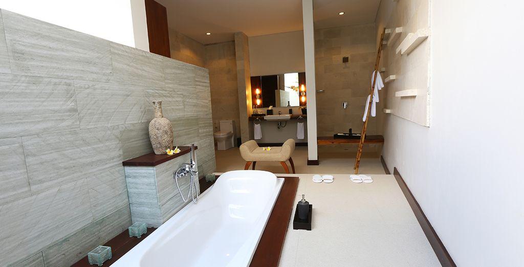 et une grande salle de bains pour vous chouchouter
