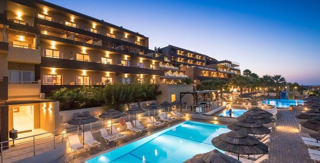 En franchissant les portes du Blue Bay Resort... - Hôtel Blue Bay Resort & Spa 4* Aghia Pelagia
