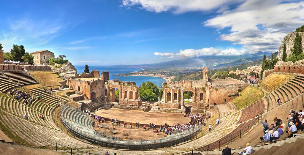 E il fascino della vicina Taormina