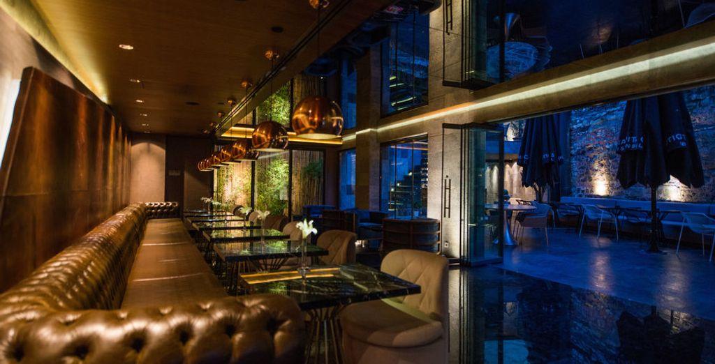 e offre interni moderni ed eleganti.