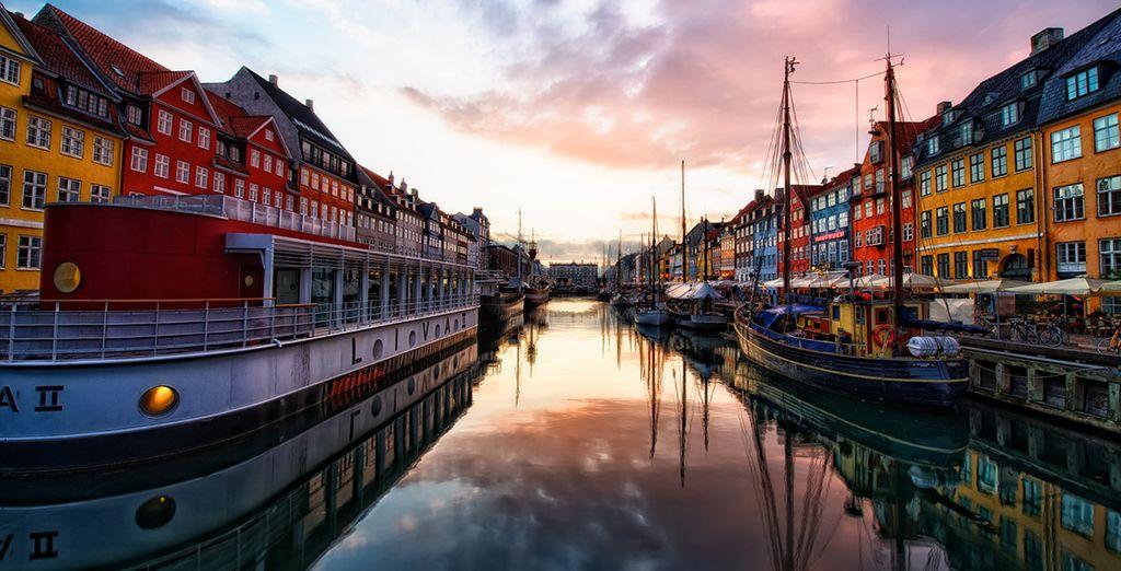 e le case colorate dei pescatori che si specchiano nelle acque di Copenhagen