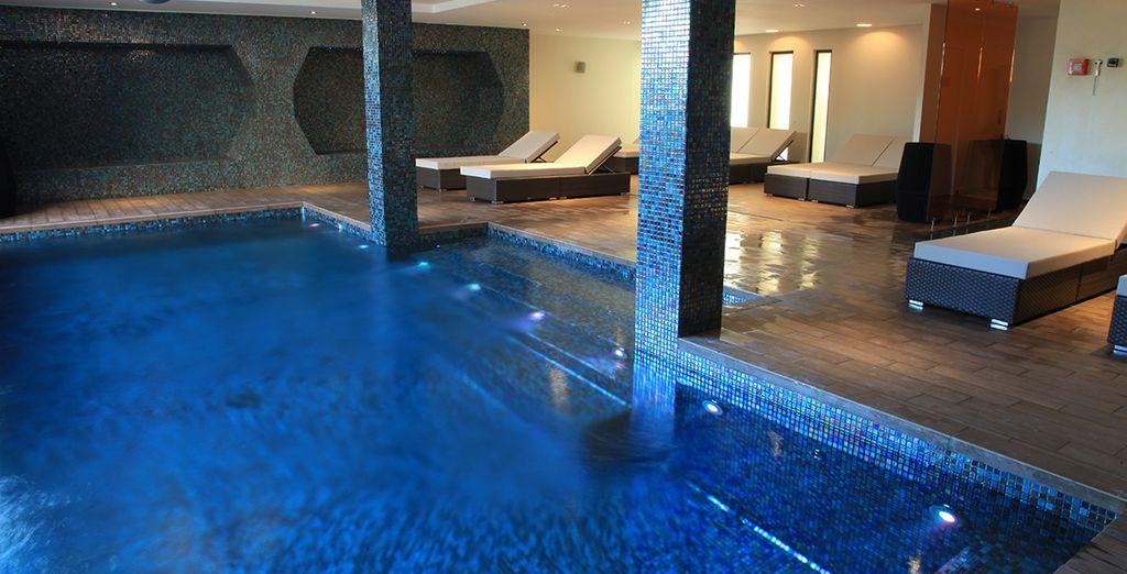 La piscina coperta regala momenti di puro relax
