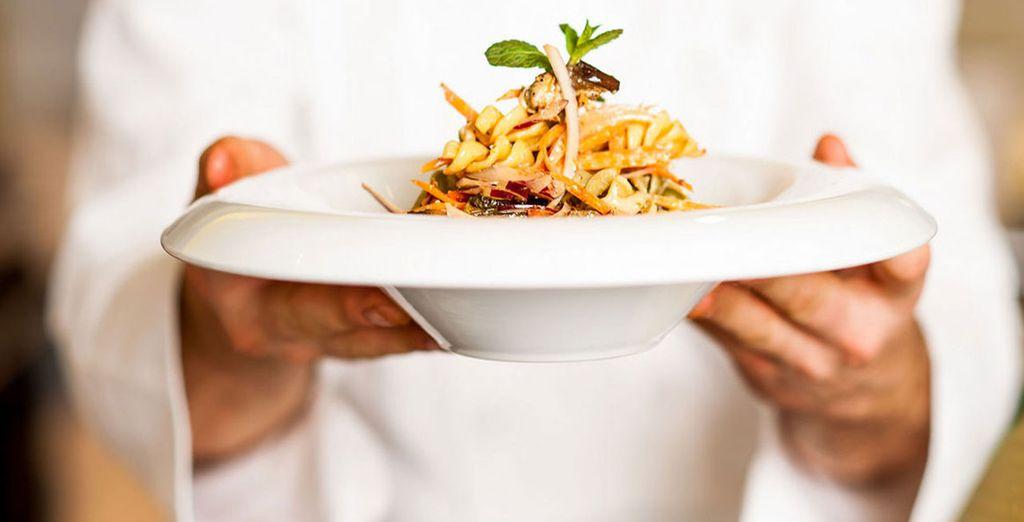 e assaggiate ottimi piatti locali ed internazionali presso il ristorante dell'hotel