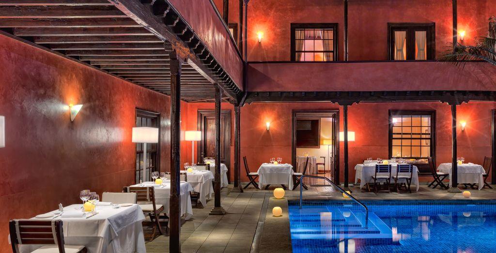 Prima di recarvi al ristorante per la cena a bordo piscina