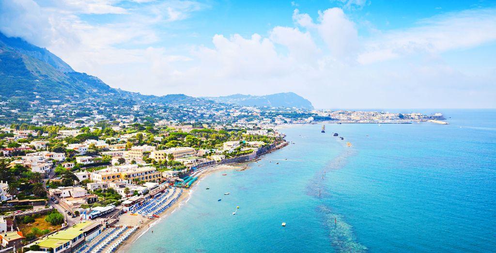 Trascorrete le vostre giornate presso le sue splendide spiagge come quella di San Francesco