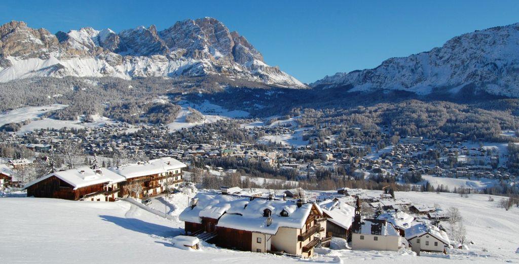Alpi italiane e ripide montagne innevate