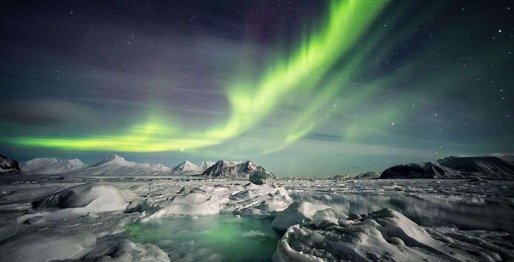 Fotografia di paesaggi innevati e aurora boreale in Islanda