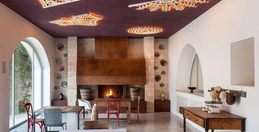 Il ristorante offre cucina gourmet tradizionale ed è arredato in grande stile