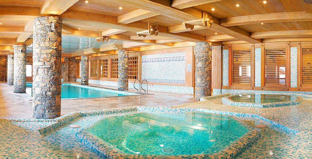 Potrete usufruire della piscina interna riscaldata e degli idromassaggio