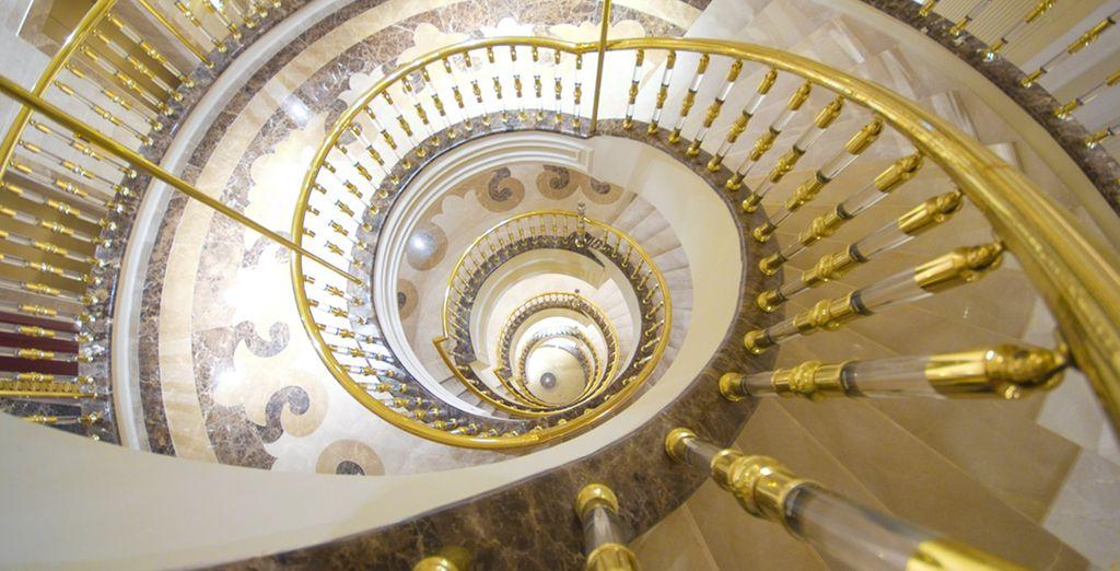 lo stile neoclassico invade tutta la struttura