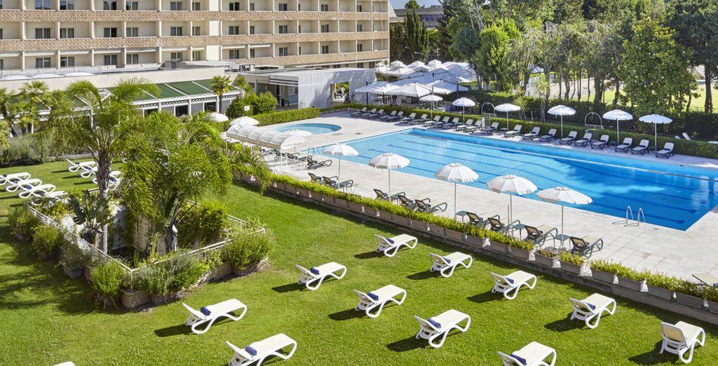 e nei mesi estivi godete di un po' di relax nella piscina esterna