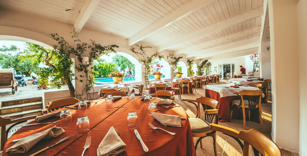 Hotel 5 stelle con ristorante gourmet, piscina e area relax a Monopili, Italia