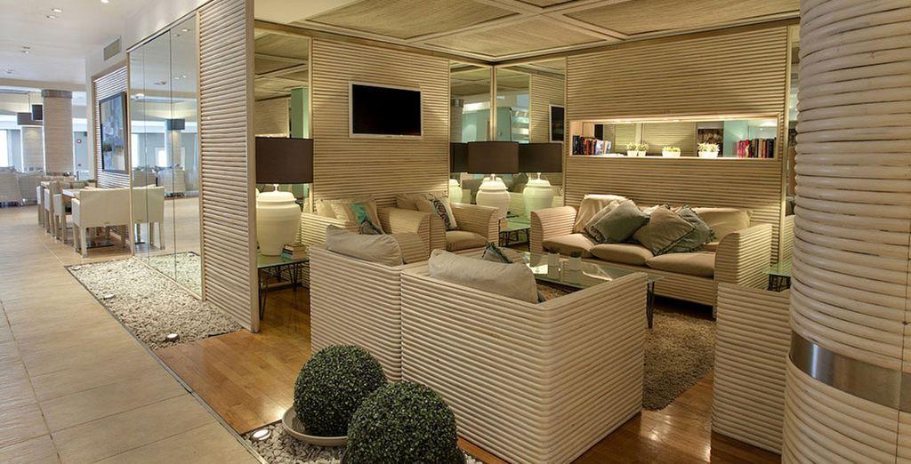 Rilassatevi nella splendida hall dal design moderno e raffinato
