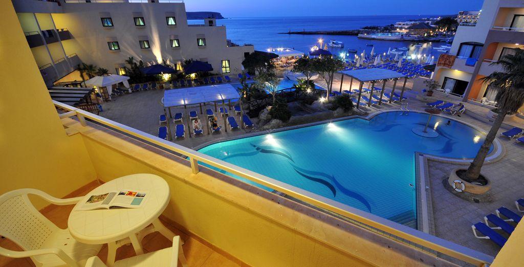 La vostra confortevole camera ha una splendida vista sulla piscina