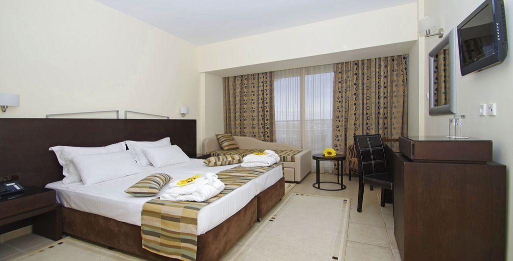 con confortevoli camere Standard Side Sea View dove potrete rilassarvi