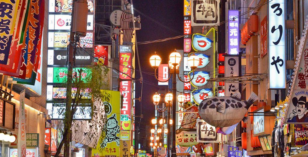 Quartiere molto colorato della città di Osaka, Giappone