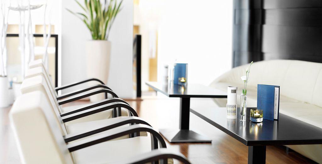 Gustare uno spuntino avvolti nell'atmosfera sofisticata dello Zita Cafè