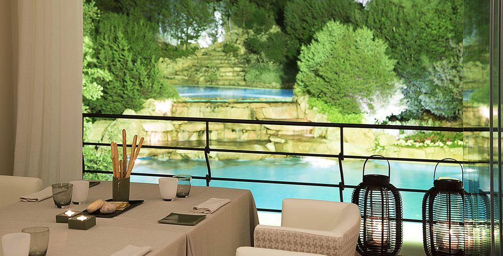 Deliziatevi con la cucina mediterranea a bordo piscina