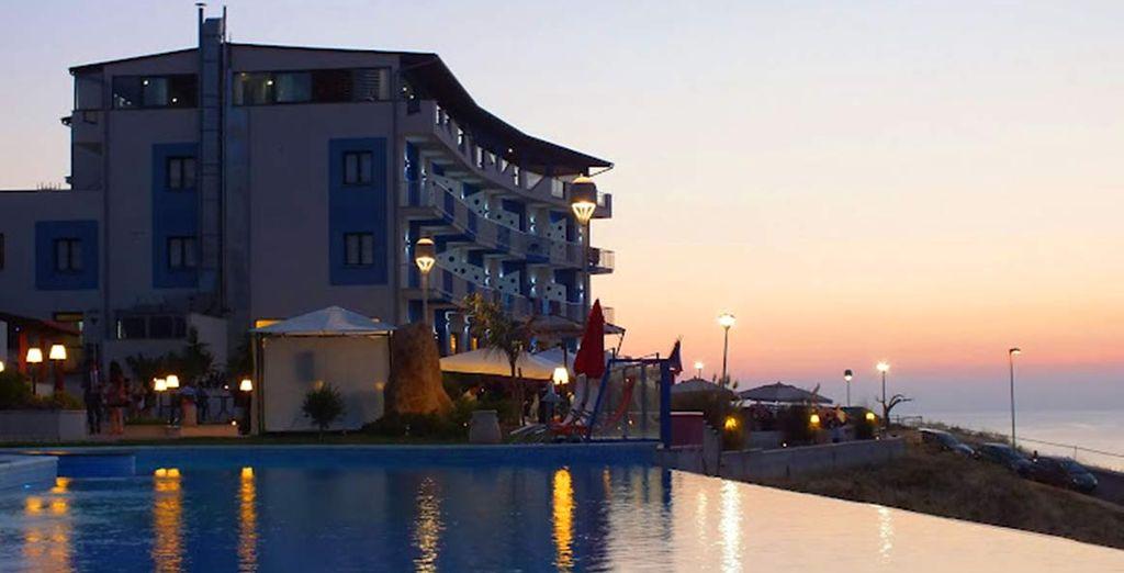 Un moderno hotel sul mare vi attende