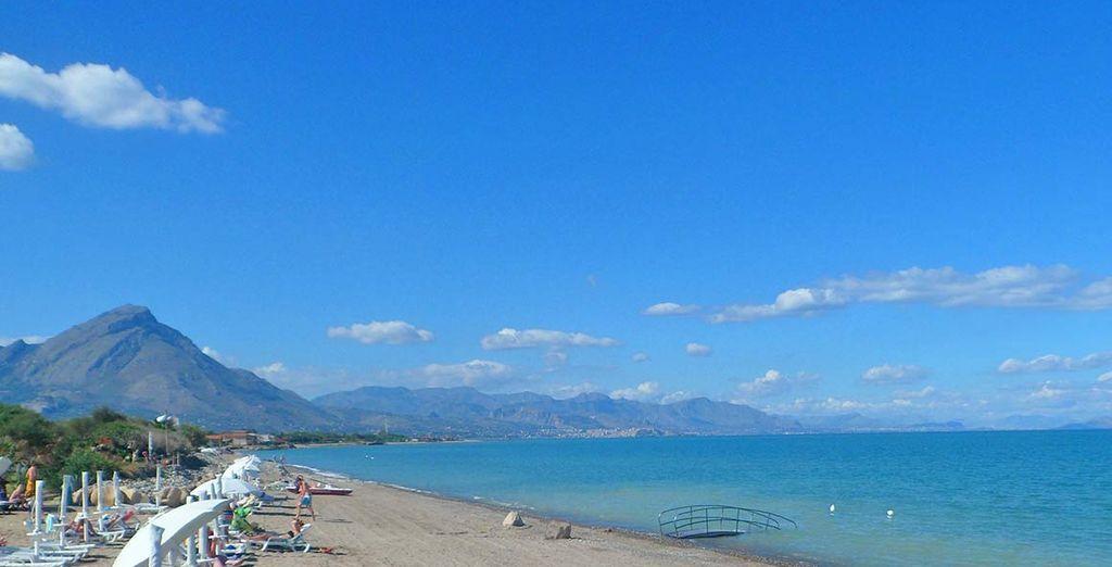 La bellissima spiaggia privata dove ammirare i fantastici panorami