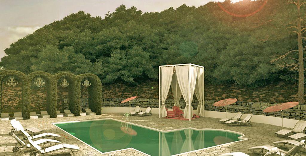 Potrete rilassarvi in piscina con la sua area dedicata alla meditazione