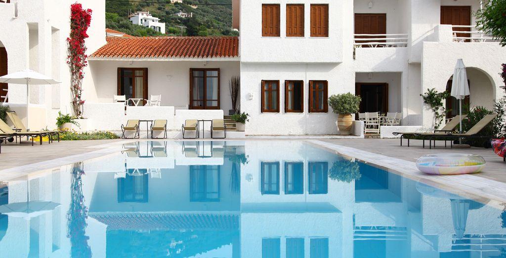 al superbo Skopelos Village 4*