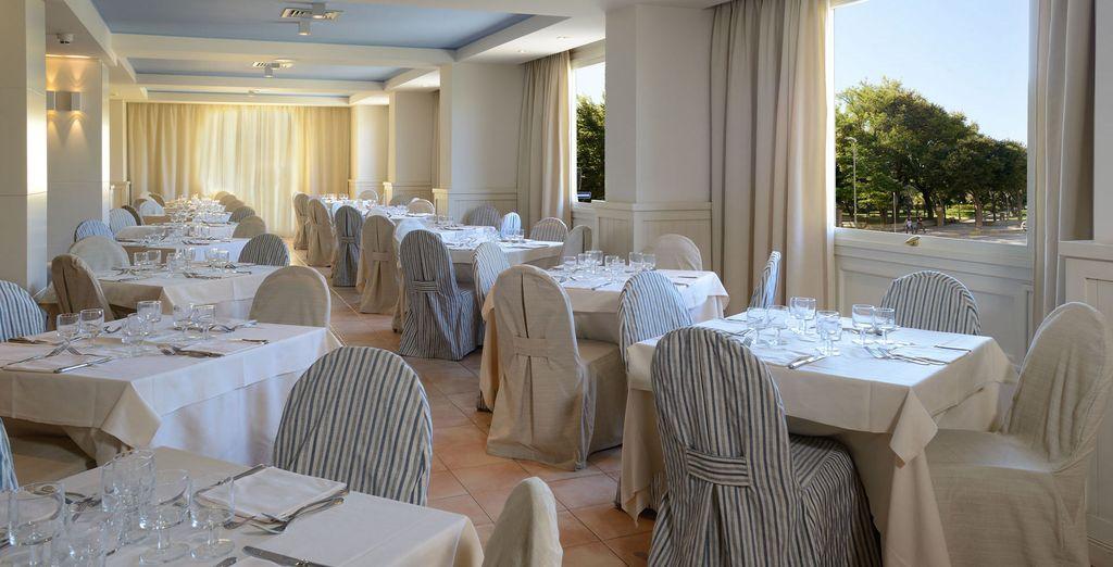 Assaggiare l'eccellenza culinaria sarda nel ristorante dell'albergo