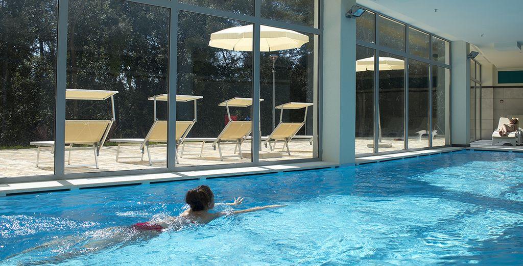 La struttura dispone anche di una piscina coperta