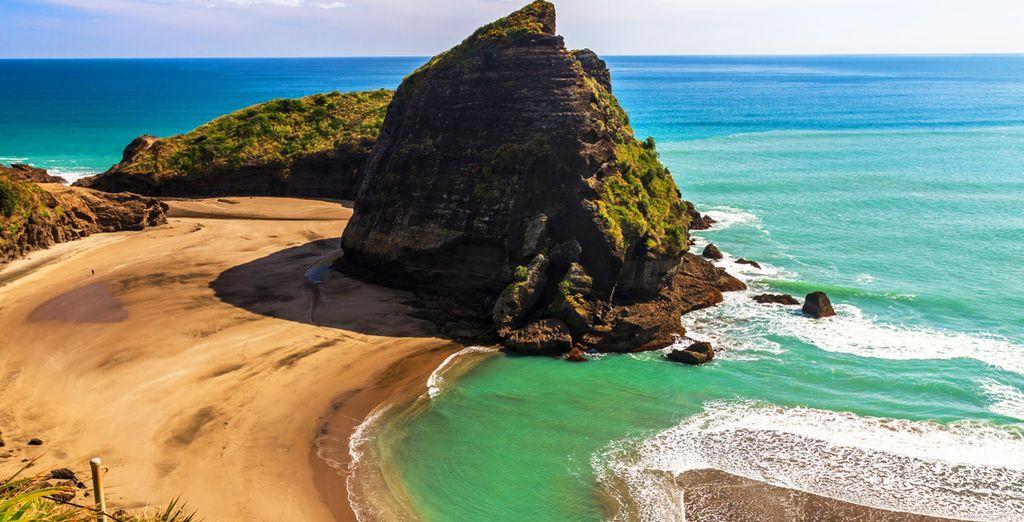 Fotografia della Nuova Zelanda, delle sue spiagge di sabbia fine, coste ripide e acque turchesi