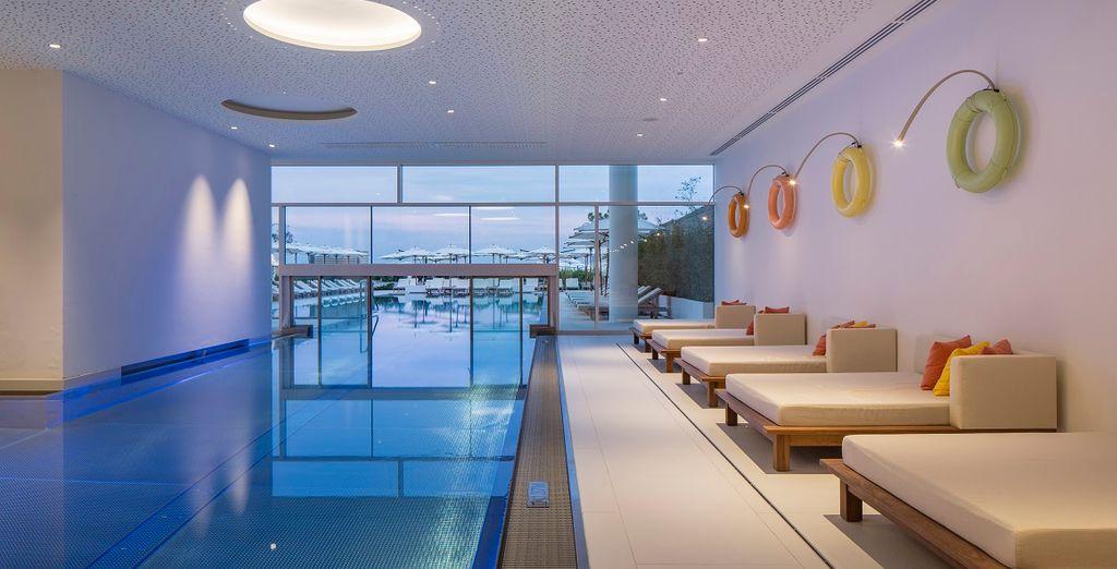 Fate una nuotata nella piscina interna