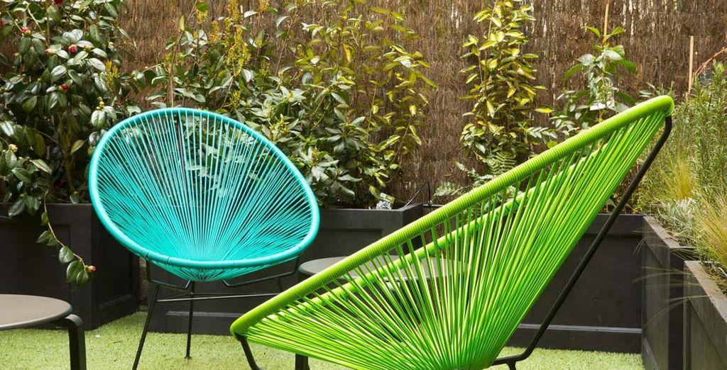 Il giardino fiorito vi attende per i vostri momenti di relax