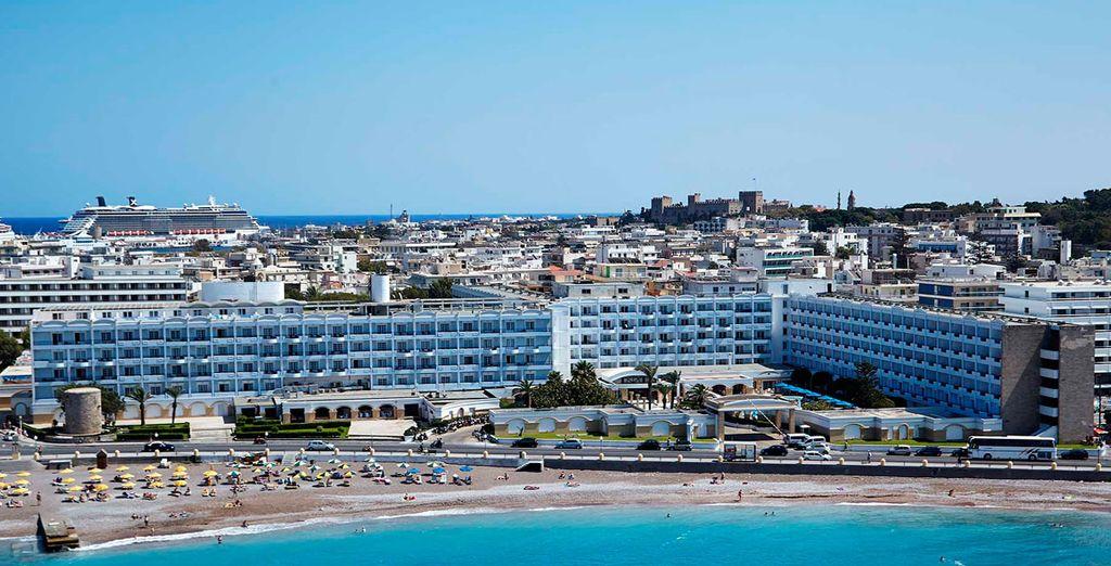 La spiaggia dista a pochi minuti dall'hotel