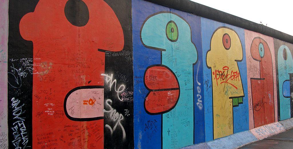 ...contrapposta allo storico Muro, trasformato ormai in una tela per la vivace street art