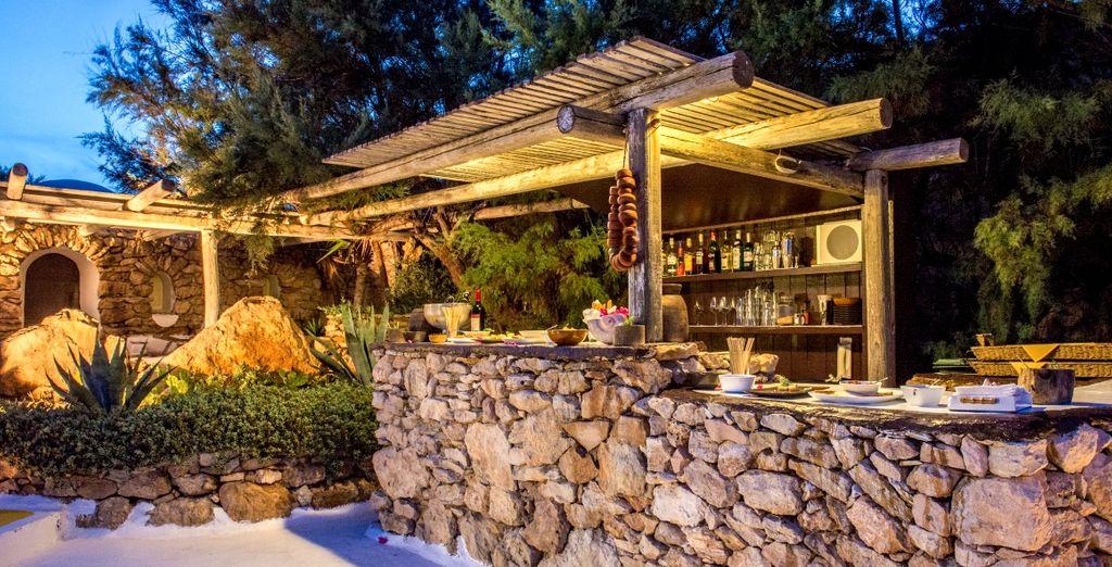 Il bar in pietra vi offre stuzzichini e specialità tipiche locali