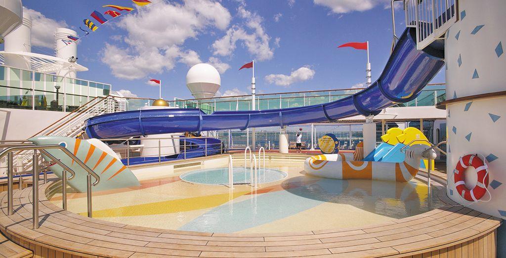 Concedetevi un po' di relax con una nuotata rigenerante in una delle 3 piscine e 4 idromassaggi