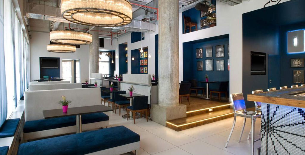 Date appuntamento ai vostri amici all'esclusivo SomePlace Else Bar & Restaurant